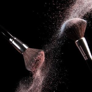 Muista puhdistaa meikkisiveltimet